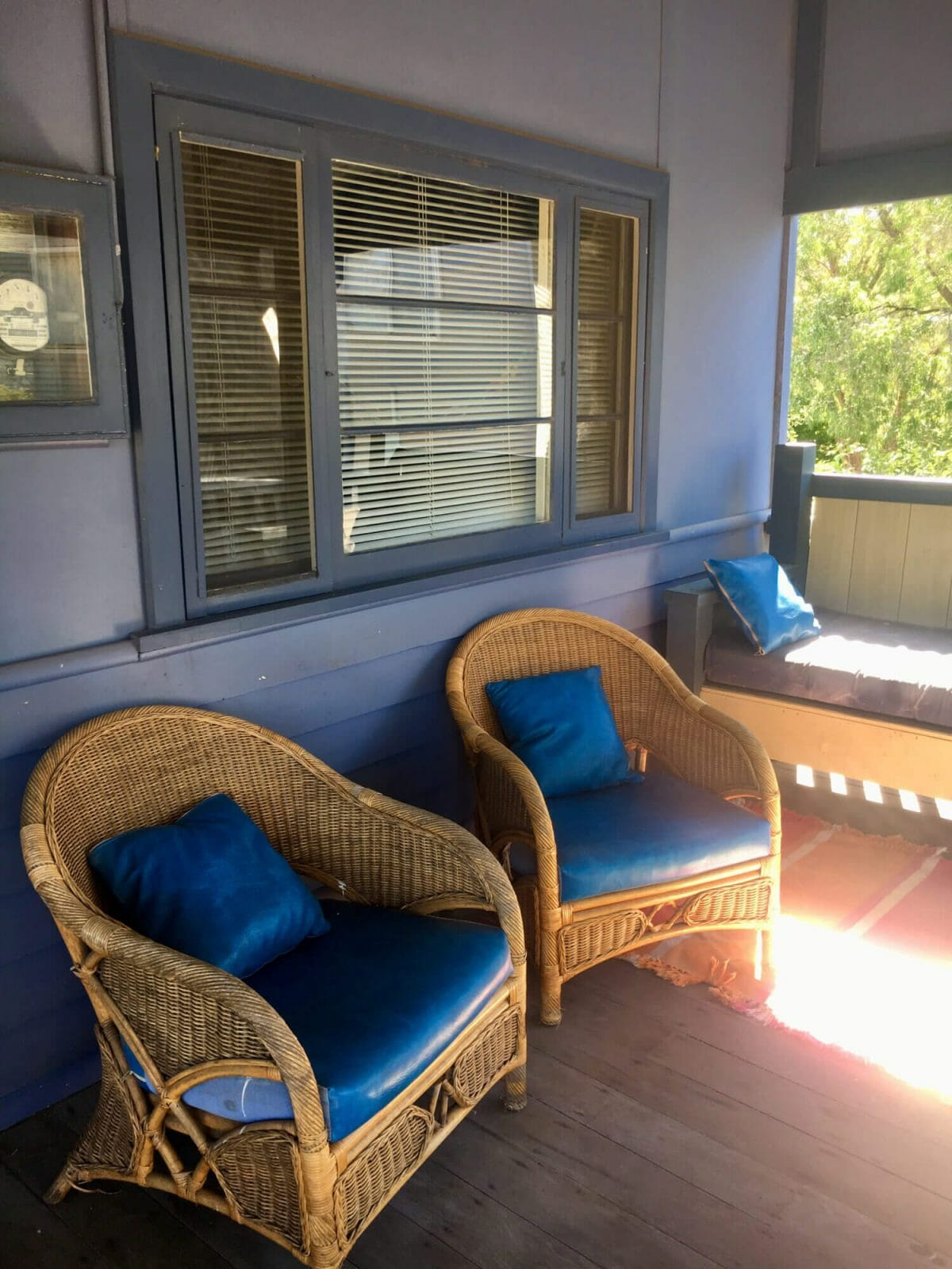 Weekender - Accommodation in Bremer Bay - 21 Barbara Street. Outdoor cane chairs and lounge area near BBQ