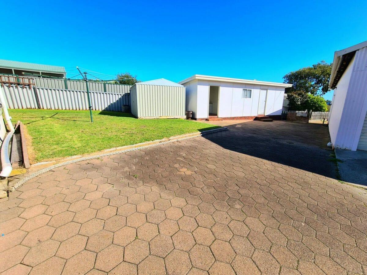 Mick's Pad - Accommodation in Bremer Bay - 23 Barbara Street - Backyard