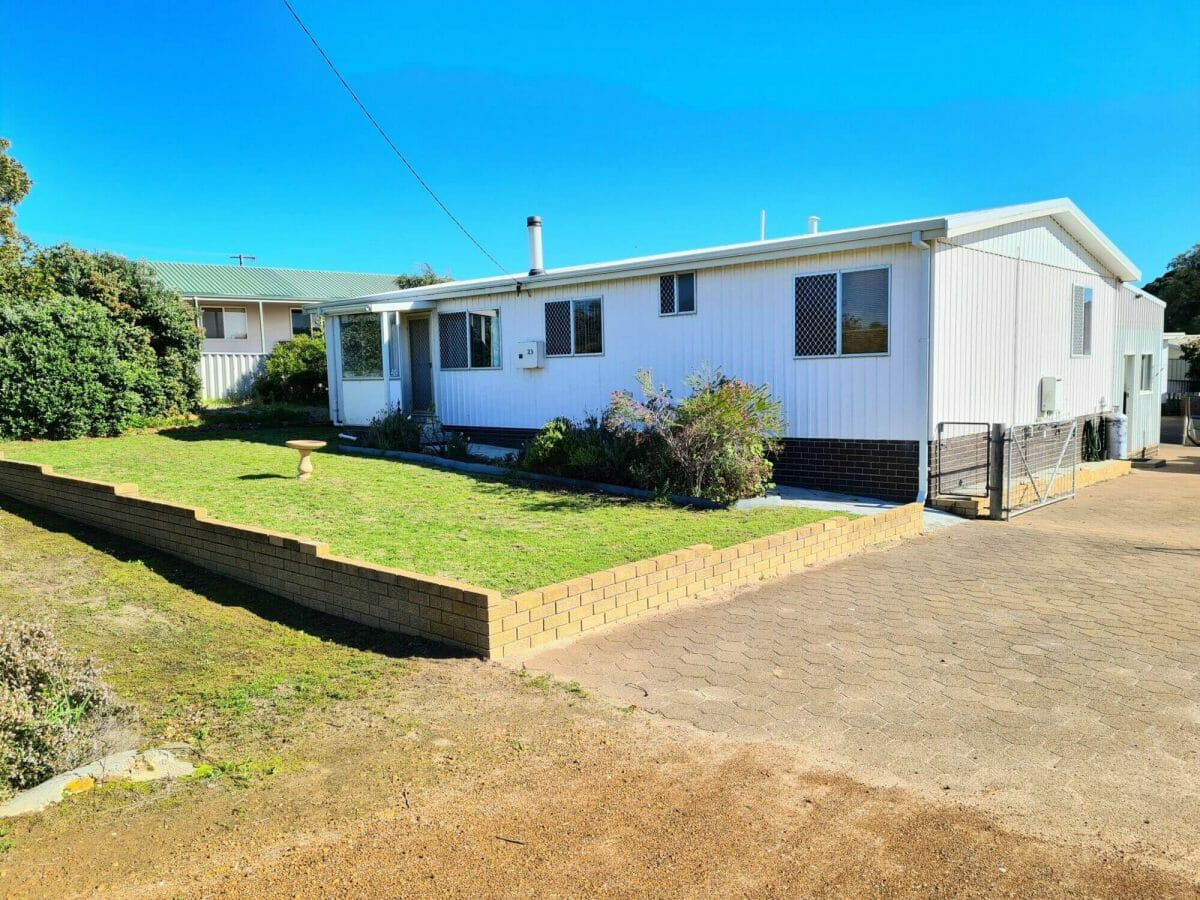 Mick's Pad - Accommodation in Bremer Bay - 23 Barbara Street - Front
