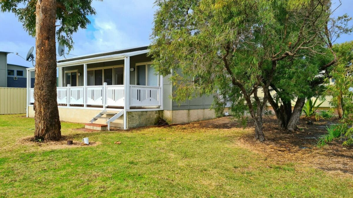 The Bay Cottage - Front - Accommodation in Bremer Bay - 9 Roderick Street