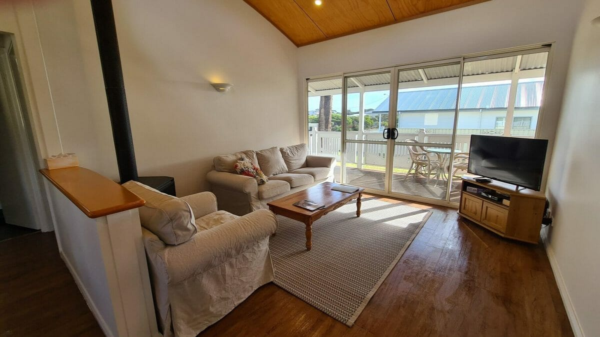 The Bay Cottage - Lounge - Accommodation in Bremer Bay - 9 Roderick Street
