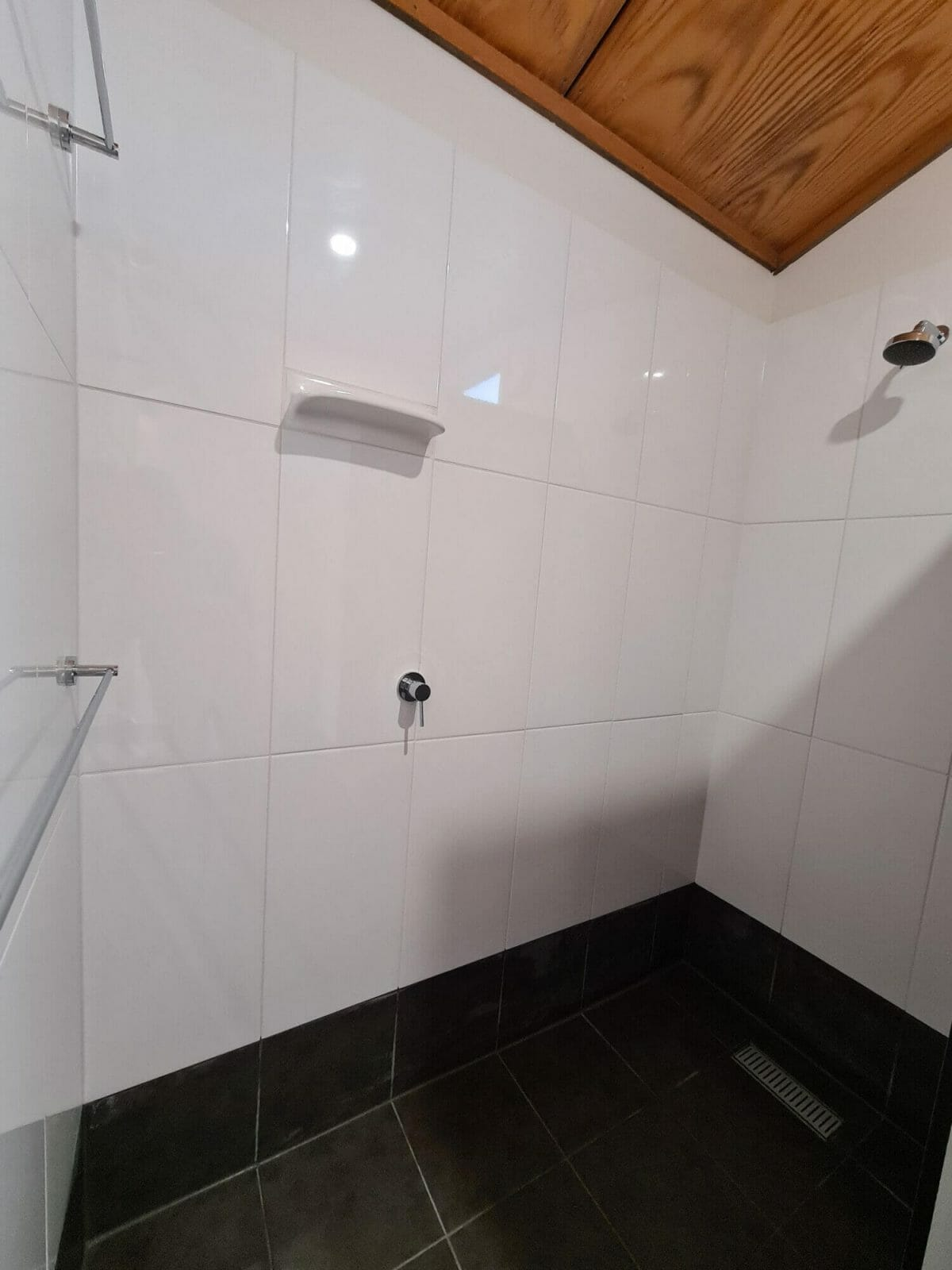 The Bay Cottage - Shower - Accommodation in Bremer Bay - 9 Roderick Street