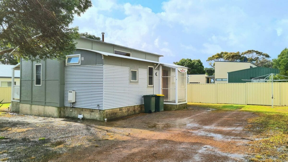 The Bay Cottage - Side View - Accommodation in Bremer Bay - 9 Roderick Street